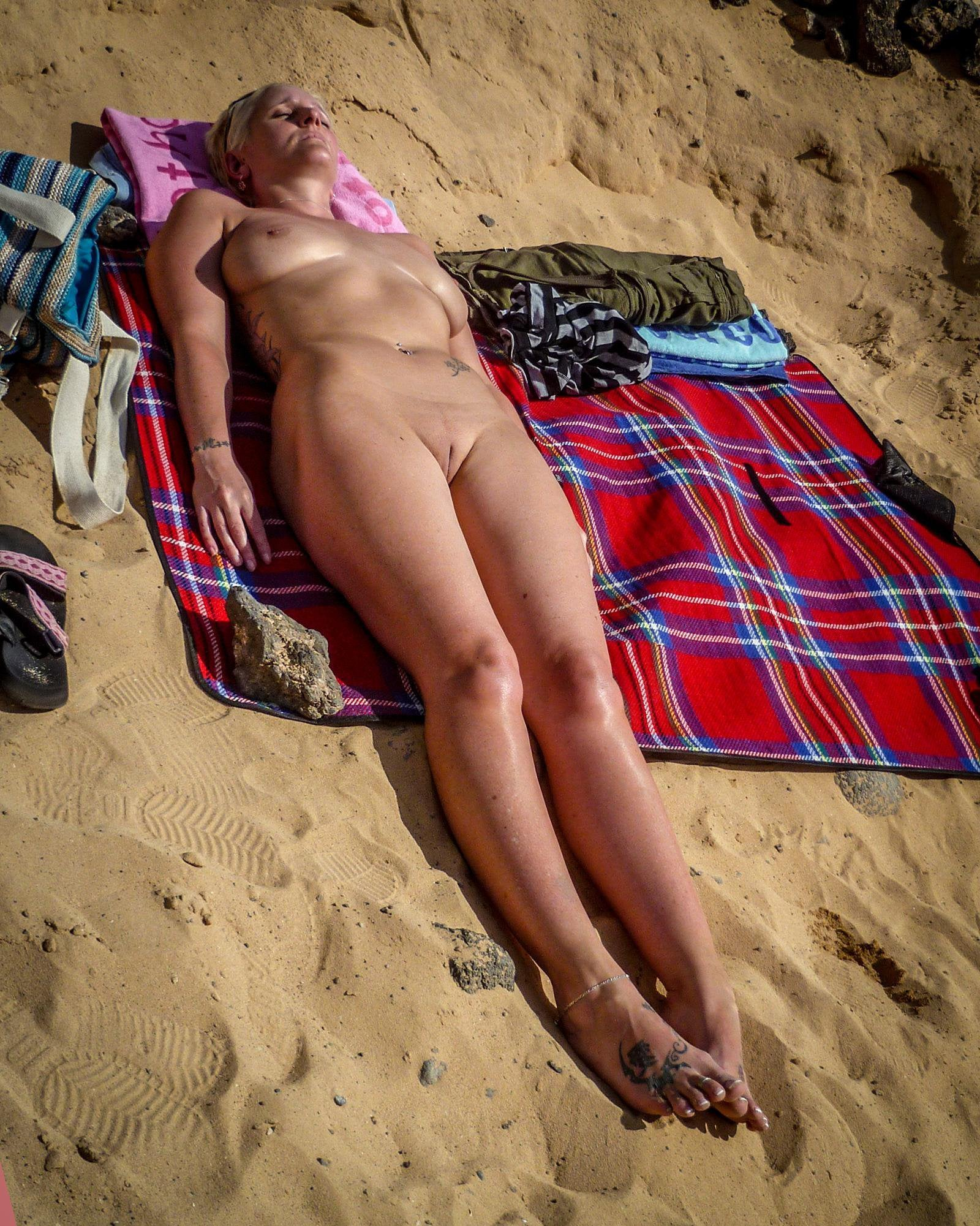 Mature pussy on the beach